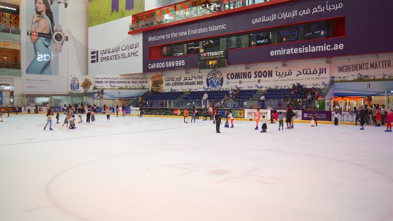 DUBAI, EMIRATOS ÁRABES UNIDOS - 31 de março de 2014: A pista de gelo da alameda de Dubai, alameda de Dubai é o shopping o maior foto de stock royalty free