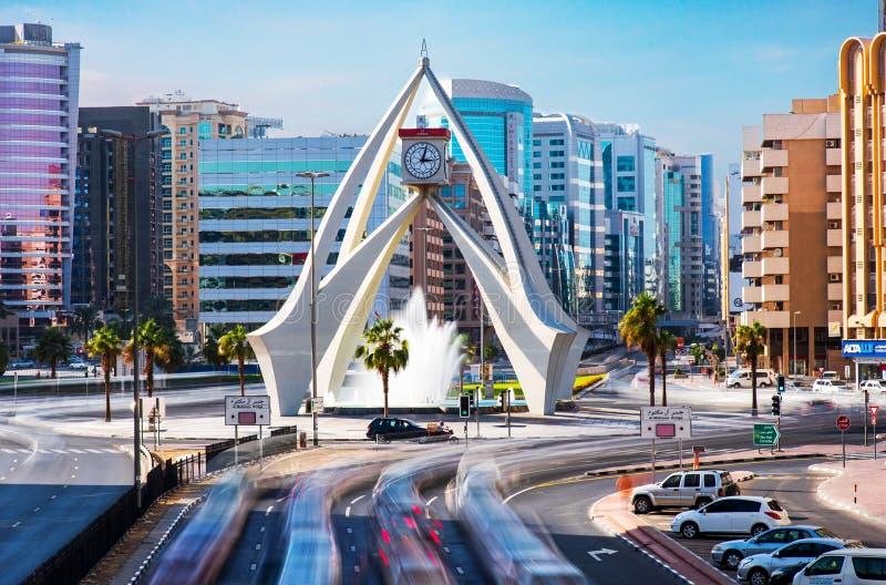 Dubai, Emiratos Árabes Unidos - 30 de novembro de 2018: Carrossel da torre de pulso de disparo de Deira, um marco velho de Dubai fotos de stock royalty free