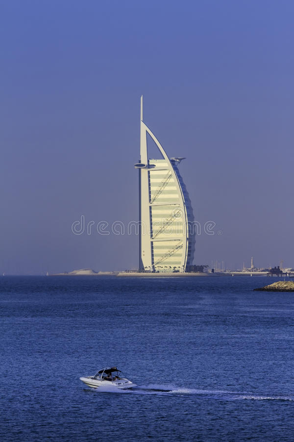 DUBAI, EMIRATOS ÁRABES UNIDOS - 2 DE OUTUBRO DE 2012: Burj de Dubai fotografia de stock royalty free