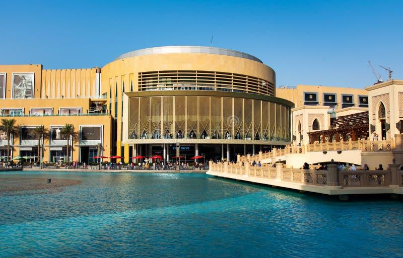 Dubai, Emiratos Árabes Unidos - 26 de setembro de 2018: Modificação da alameda de Dubai fotos de stock