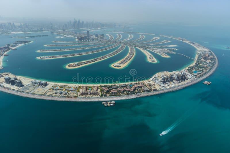 Dubai g?mma i handflatan den konstgjorda ?n fr?n hydroplanen arkivfoto