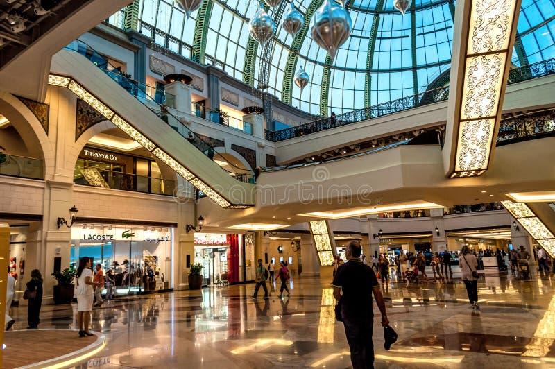 Dubai galleria, lyxig köpcentrum royaltyfria foton