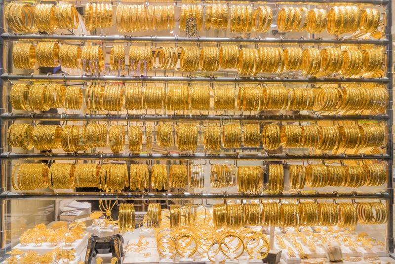 Dubai guld- souk i Deira royaltyfria foton