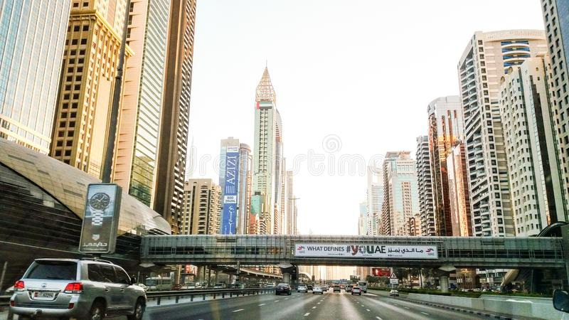 Dubai horisont i solnedgångtid, Förenade Arabemiraten arkivbild
