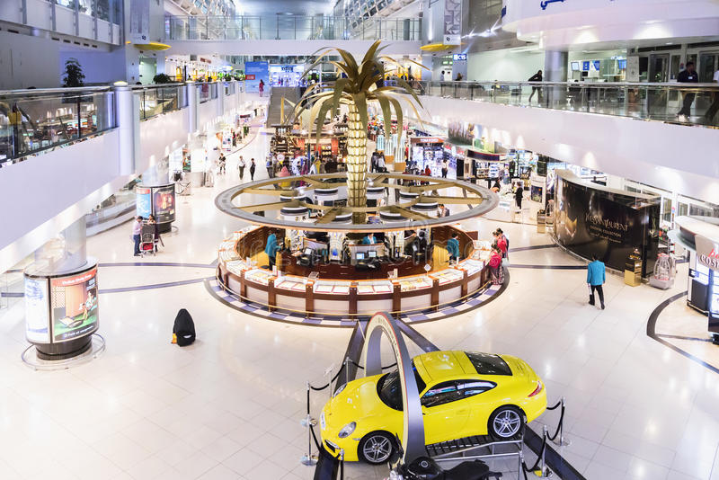 DUBAI INTERNATIONAL AIRPORT 9 marzo 2015 immagini stock libere da diritti