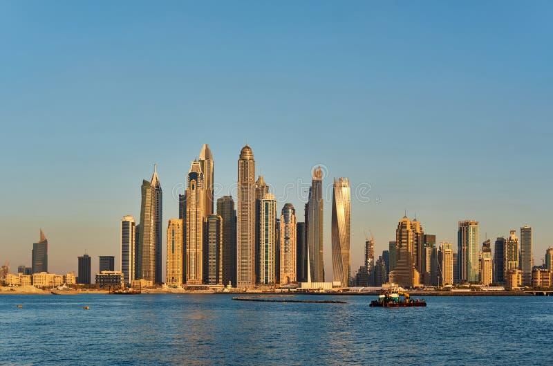 Dubai-Jachthafenskyline in Vereinigte Arabische Emirate lizenzfreie stockbilder