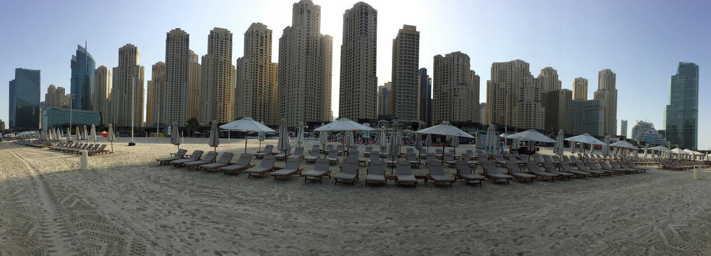Dubai - 21. Januar: Ansicht von Dubai-Jachthafenwolkenkratzer- und -strand-PA stockbilder
