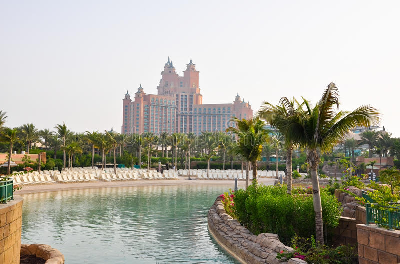 DUBAI-JUNE 17: Den Aquaventure waterparken av Atlantis gömma i handflatanhotellet på Juni 17, 2009 i Dubai, Förenade Arabemiraten. royaltyfri bild
