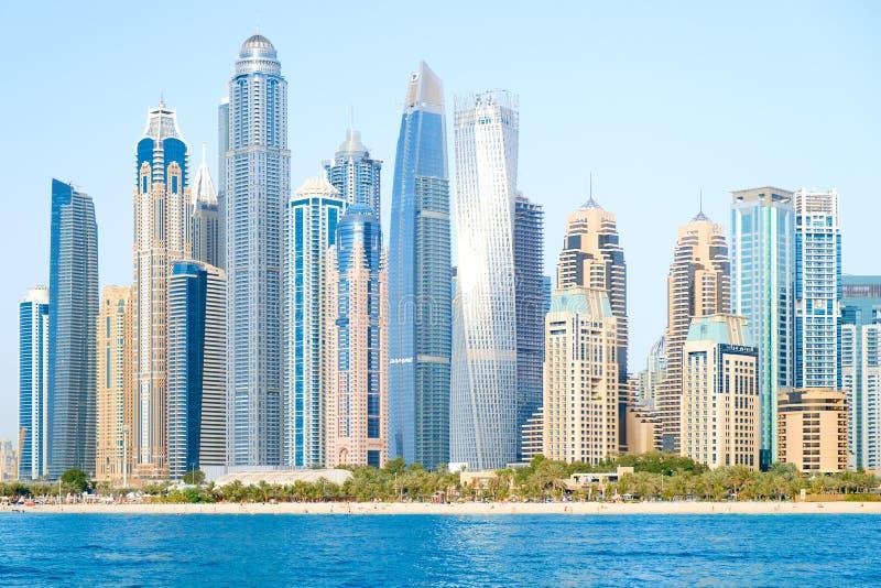 Dubai marina i en sommardag, Förenade Arabemiraten, 26 04 18 arkivbild
