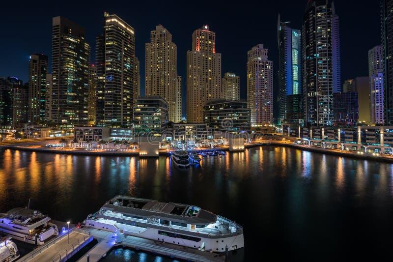Dubai marina i UAE royaltyfri foto