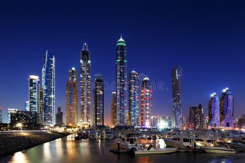 Dubai marina med JBR, Jumeirah stranduppehåll, UAE arkivbilder