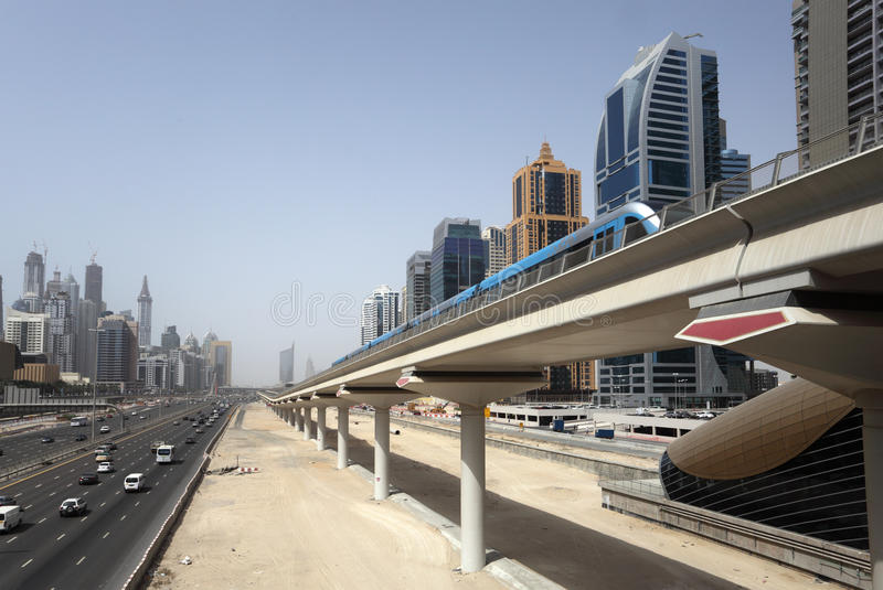 Dubai-Metro-Zeile stockbild