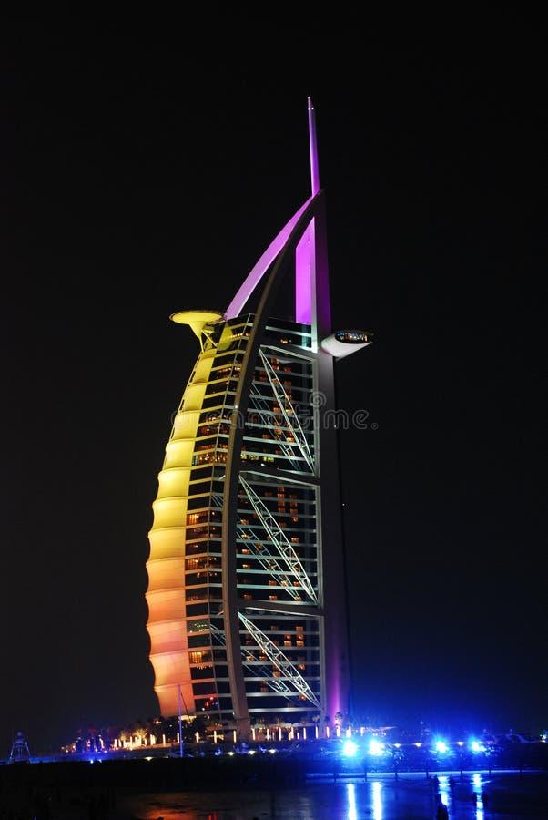 Dubai na noite imagens de stock