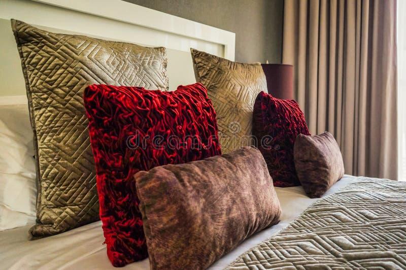 dubai No verão de 2016 Interior moderno e brilhante no hotel Wyndham Dubai Marina fotografia de stock royalty free