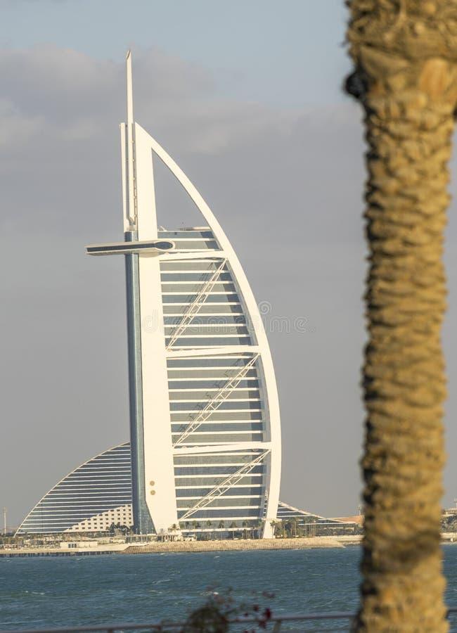 DUBAI - NOVIEMBRE DE 2016: Opinión asombrosa el árabe de Burj Éste es el MES foto de archivo