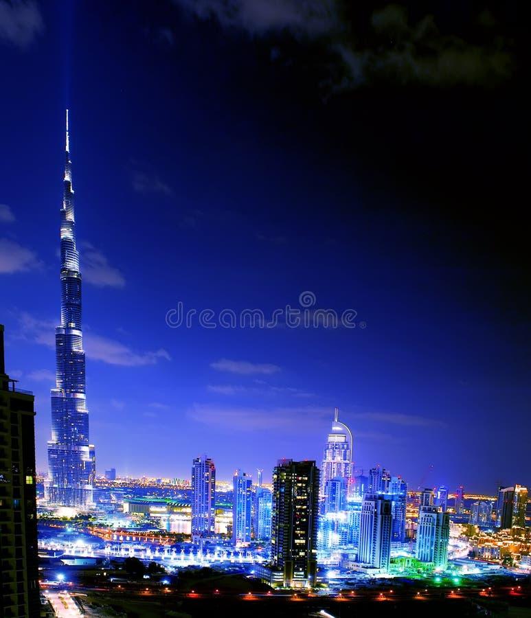 Dubai. Opinião da noite foto de stock