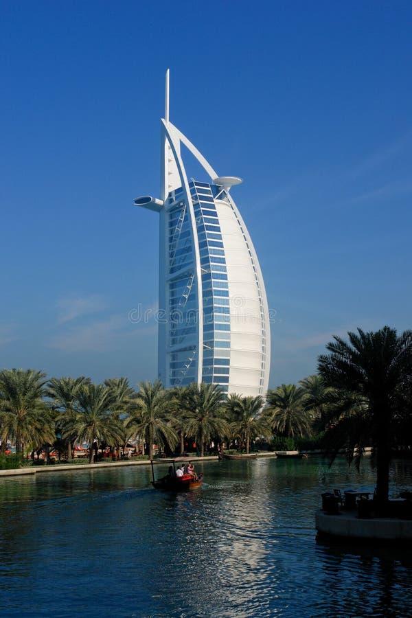 Dubai - opinião do árabe do Al de Burj fotos de stock