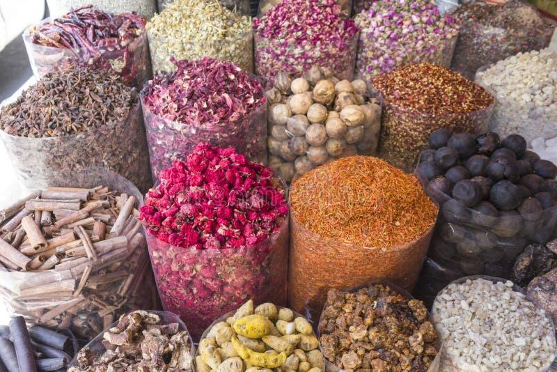 Dubai przyprawy souq, odmiana przypraw fotografia stock
