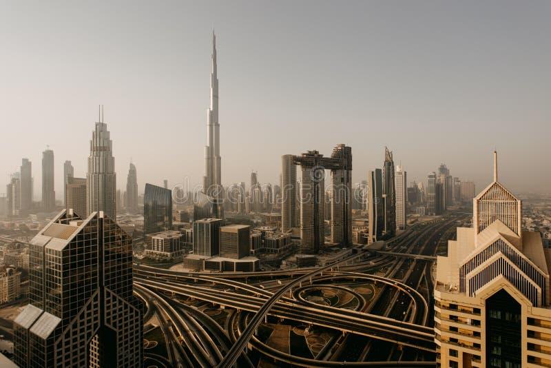 Dubai-Skyline, im Stadtzentrum gelegenes Stadtzentrum lizenzfreie stockbilder