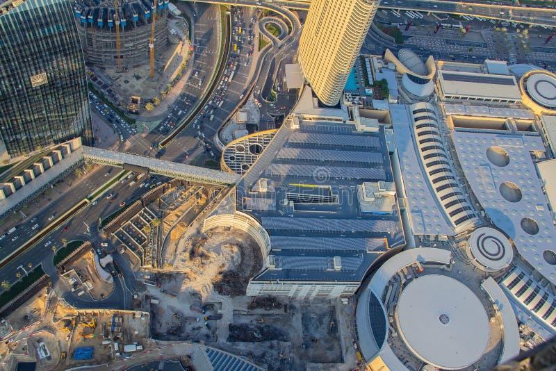 Dubai-Skyline und Verkehrsweg als Vogelperspektive stockfotografie