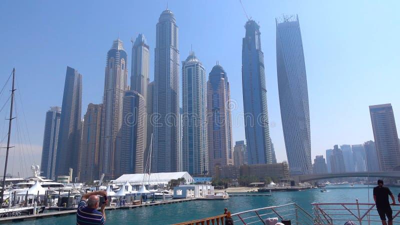 Dubai skyskrapor Dubai marinapanoramautsikt, horisont, cityscape Aftonhorisont Dubai solnedgång Dubai futuristisk horisont Skysc arkivbilder