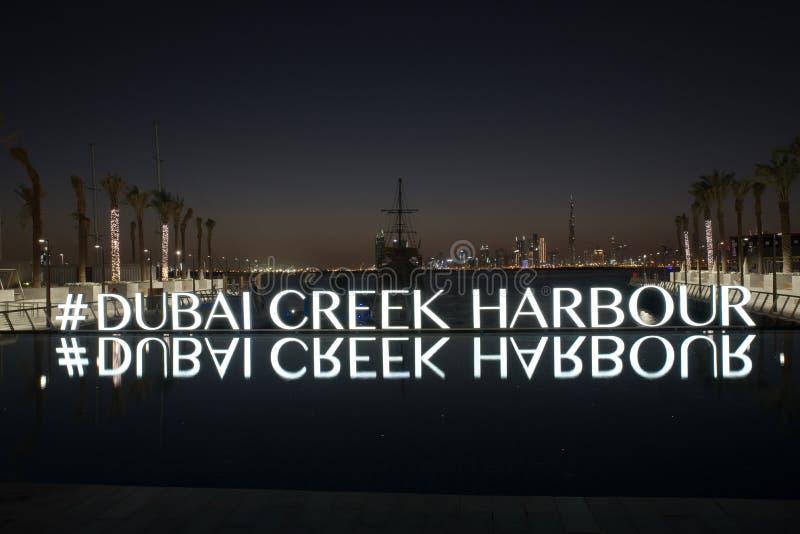 Dubai-slyline von Dubai- Creekhafen- und Dubai-Kanal zu Stadtzentrum und Geschäfts-Bucht, Arabische Emirate lizenzfreies stockfoto