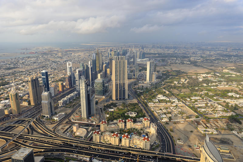 Dubai som ses från Burj Khalifa royaltyfri foto