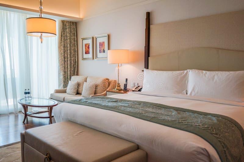Dubai Sommar 2016 Den ljusa och moderna inre hotellet Waldorf Astoria Dubai gömma i handflatan Jumeirah royaltyfri fotografi