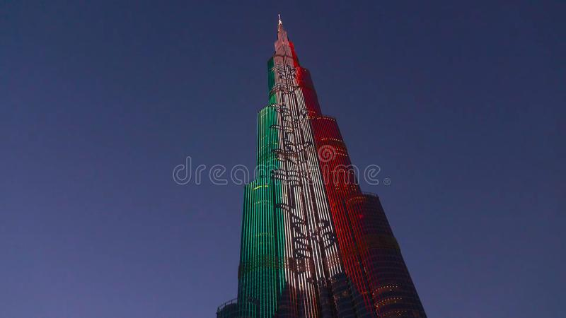DUBAI, UAE - ABRIL DE 2018: Horizonte de Dubai en la noche El hotel más alto en el mundo, Gevora Camino zayed jeque Viaje de lujo fotos de archivo libres de regalías