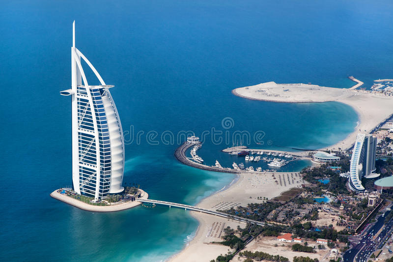 Dubai UAE. Burj Al som är arabisk från över royaltyfri fotografi