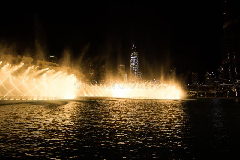 Dubai, UAE - 7 de diciembre de 2018: fuentes del canto en Dubai imagen de archivo libre de regalías
