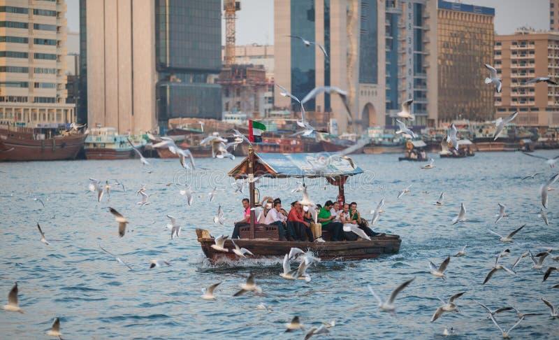 DUBAI, UAE 18 DE ENERO: Abra tradicional balsea el 18 de enero, 2 fotos de archivo libres de regalías