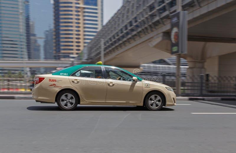 DUBAI, UAE - 12 DE MAIO DE 2016: táxi foto de stock