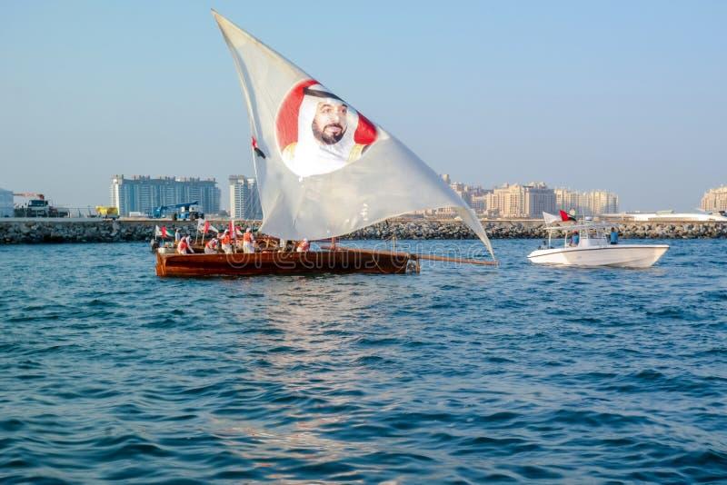 Dubai, UAE - 26 de novembro de 2016: Dubai que comemora o dia nacional de Emiratos Árabes Unidos fotografia de stock