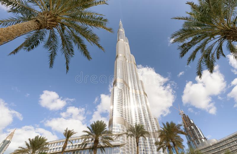 DUBAI, UAE - 23 DE NOVIEMBRE DE 2015: Burj Khalifa en un día hermoso imagen de archivo