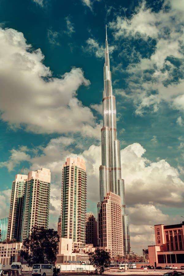 DUBAI, UAE - 8. DEZEMBER 2015: Dubais Burj Khalifa, das höchste Gebäude in der Welt lizenzfreie stockbilder