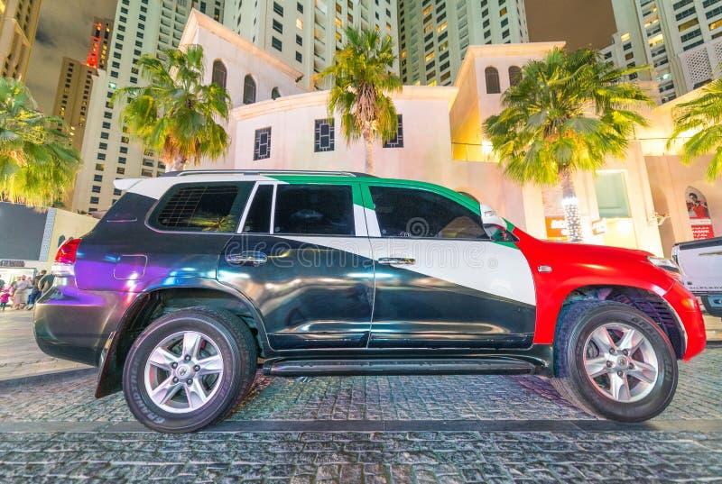 DUBAI, UAE - 10. DEZEMBER 2016: Luxusauto gemalt mit Emiraten stockbilder