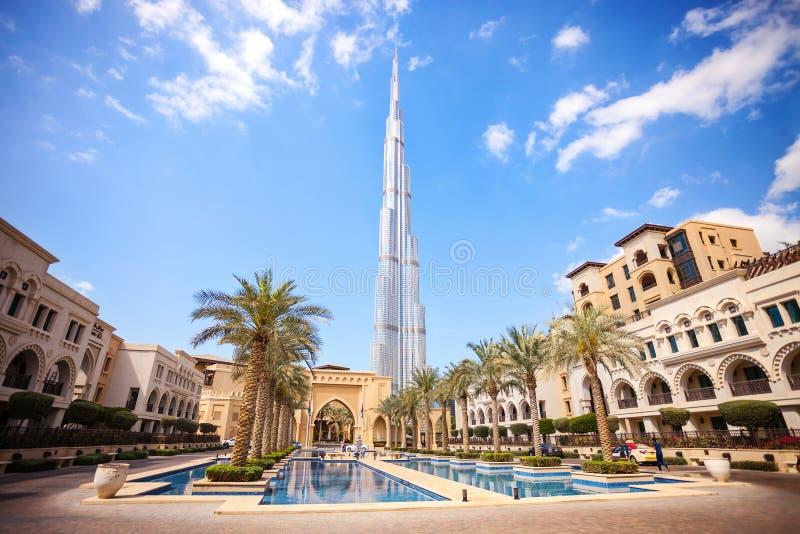 DUBAI UAE - FEBRUARI 24 - Burj Khalifa, den högsta byggnaden i världen, 829 8 M högväxt pic arkivbild