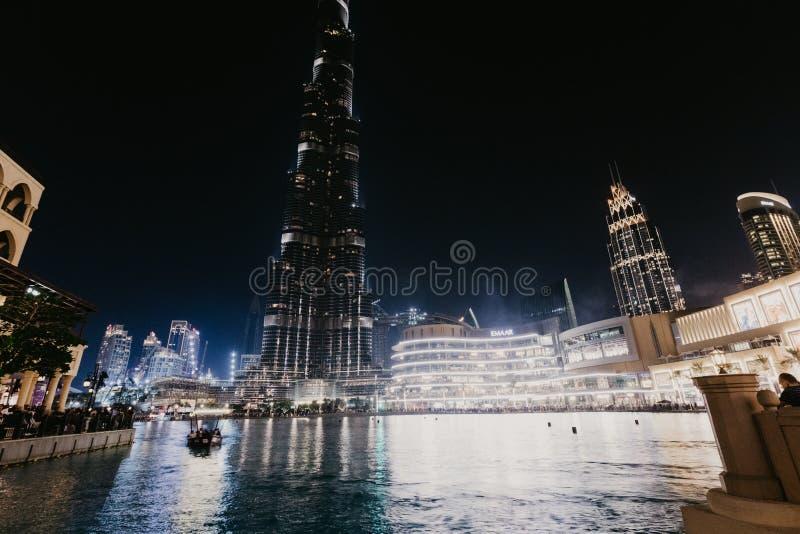 DUBAI, UAE - janeiro 02,2019: Arranha-céus na noite, Dubai de Burj Khalifa Burj Khalifa é o arranha-céus o mais alto no mundo foto de stock