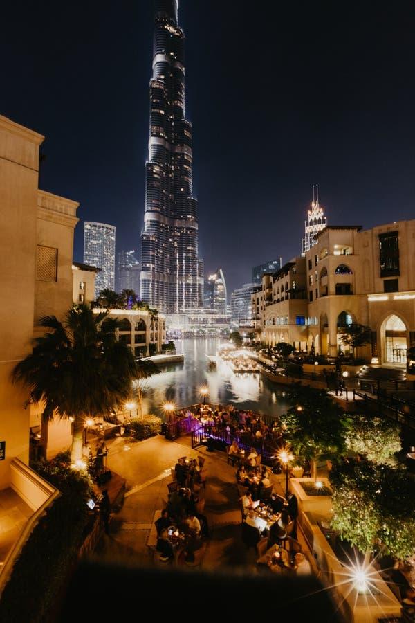 DUBAI UAE - januari 02,2019: Burj Khalifa skyskrapa i natten, Dubai Burj Khalifa är den mest högväxta skyskrapan i världen arkivfoton