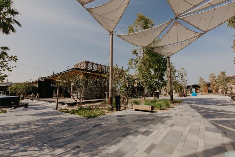 DUBAI UAE: La Mer i Dubai, UAE, som sett på Januaru 04, 2019 Det är ett nytt beachfront område med shopping och restauranger in arkivfoton