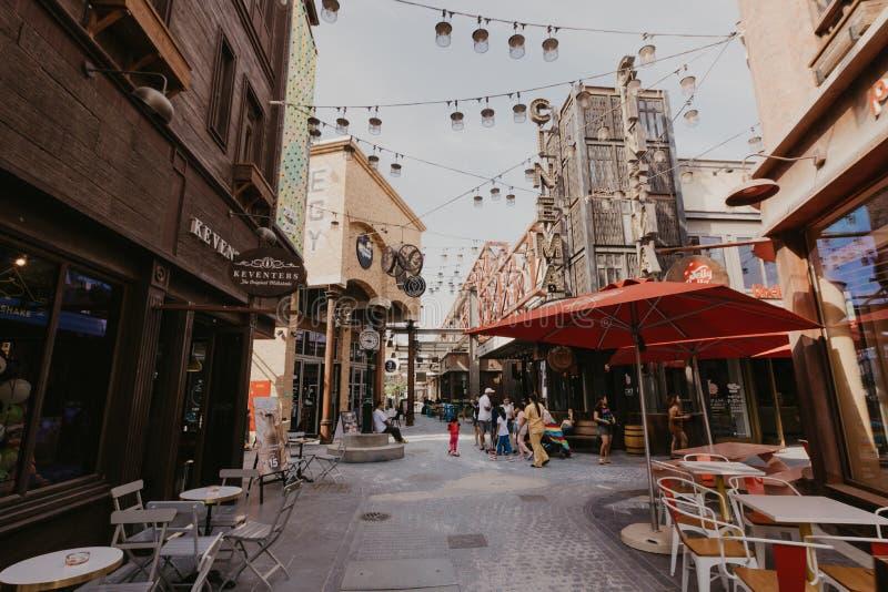 DUBAI UAE: La Mer i Dubai, UAE, som sett p? Januaru 04, 2019 Det ?r ett nytt beachfront omr?de med shopping och restauranger in royaltyfria bilder