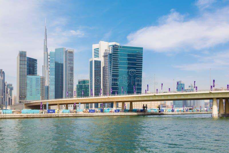 DUBAI UAE - MARS 29, 2017: Den nya kanalen och skyskraporna av centret arkivfoto