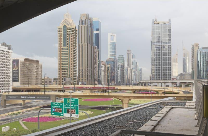 DUBAI UAE - MARS 24, 2017: Skyskraporna av centret royaltyfri foto