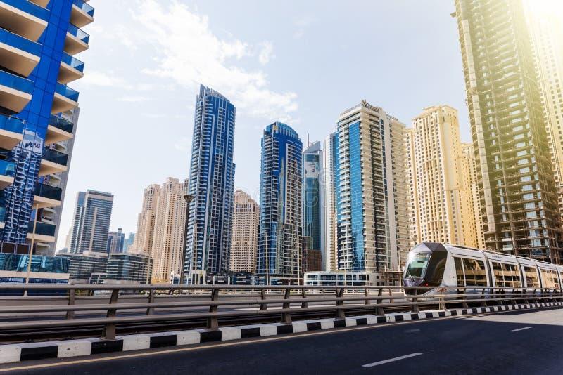 Dubai, UAE - octubre de 2018 Rascacielos modernos de la ciudad en la ciudad de Dubai en United Arab Emirates imagenes de archivo