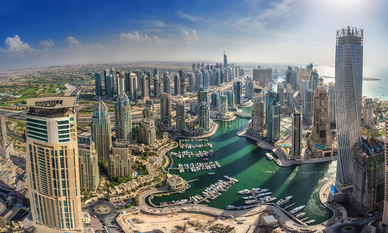DUBAI, UAE - OKTOBER 10: Modern buildings in Dubai Marina, Dubai stock photo