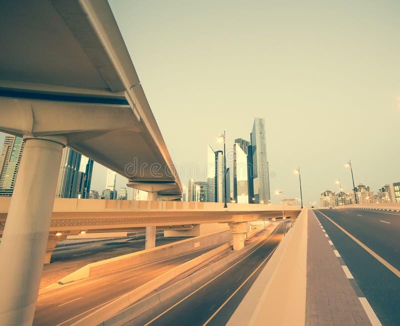 Download Dubai ulica obraz stock. Obraz złożonej z droga, budowa - 53789995