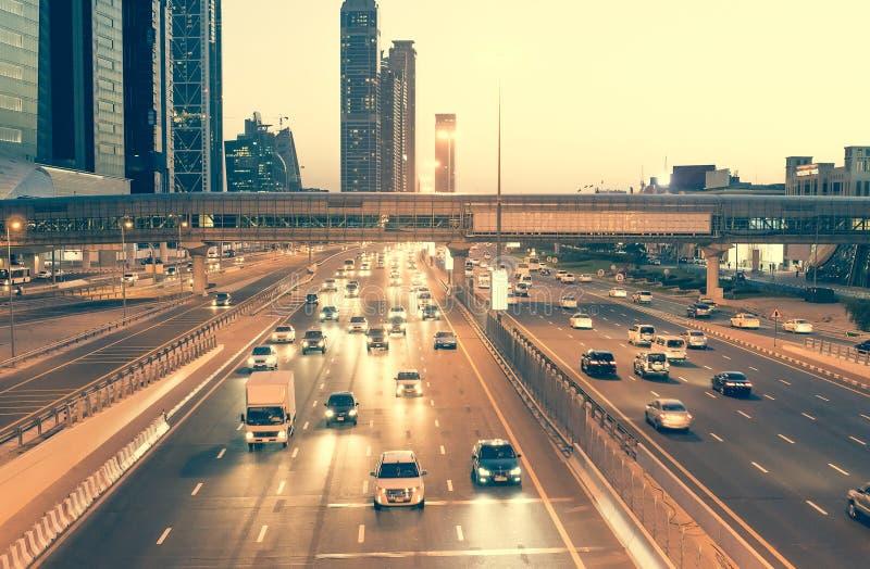 Download Dubai ulica zdjęcie stock. Obraz złożonej z cityscape - 53790420
