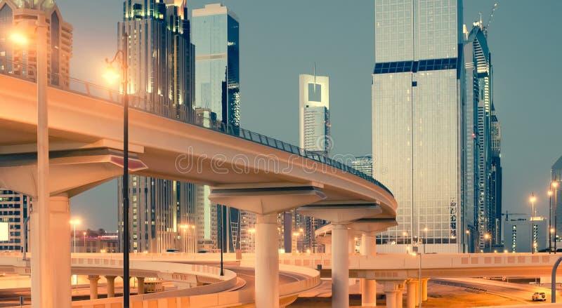 Download Dubai ulica zdjęcie stock. Obraz złożonej z czerń, wysoki - 53790426