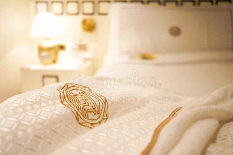 dubai verão 2016 O interior brilhante do hotel da praia de Jumeirah do hotel Hotel borrado do quarto do fundo fotos de stock royalty free